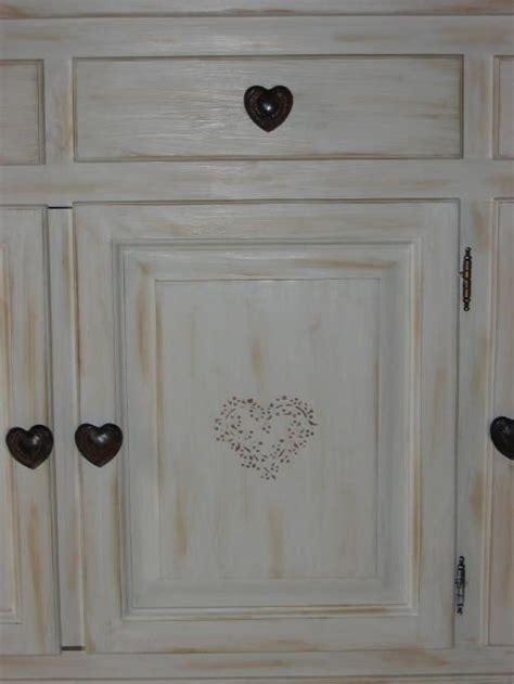 peinture pour meubles de cuisine en bois verni les 25 meilleures idées concernant peindre des meubles sur