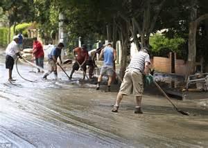 australia floods clean  begins   threat
