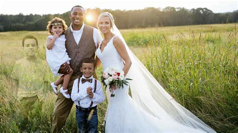 Mom Heartbreaking Wedding Photo Honors Late Son Who Lost