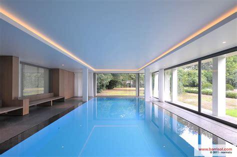 idees chambre piscine le plafond tendu barrisol dans votre piscine