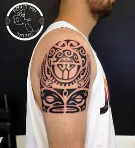 Tatouage Femme Maorie : tatouage maorie femme epaule cochese tattoo ~ Melissatoandfro.com Idées de Décoration