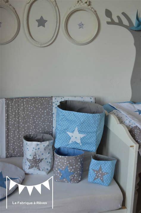 chambre bébé gris et blanc pochons rangement réversibles chambre bébé garçon bleu