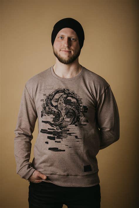 Džemperis ar zalkšu apdruku - Zalkša zīme uz apģērba ...