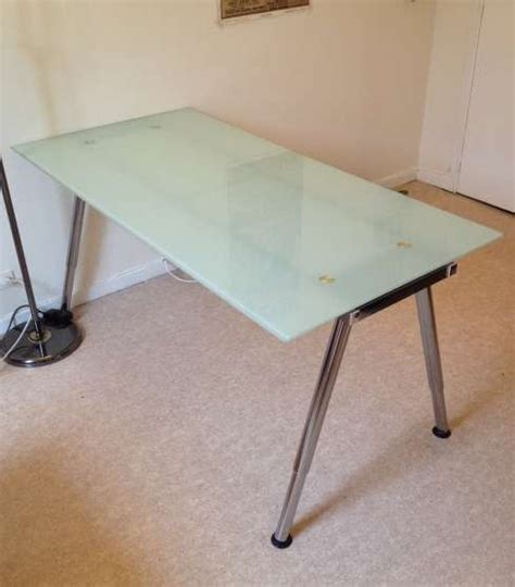 plateau de bureau en verre ikea table bureau verre meubles décoration bureau fauteuil