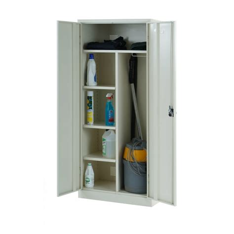 Find here online price details of companies selling placards. Armoire à balai