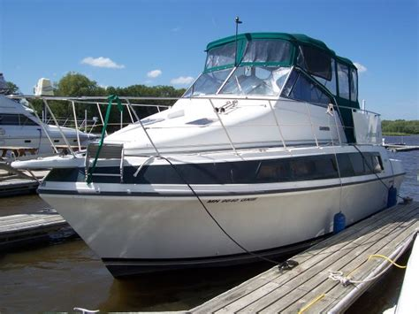 Boat Dealers Red Wing Mn by Used 1994 Carver 330 Mariner Red Wing Mn 55066