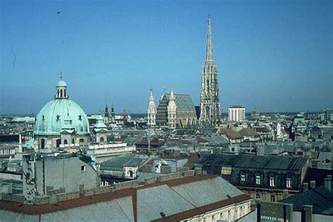 Wien - Blick auf die Dächer der Innenstadt mit Stephansdom