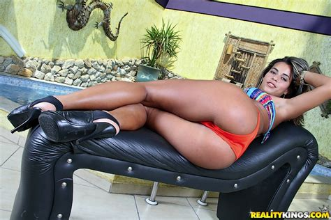 lolah oiled up amatuer anal huge ass mikeinbrazil