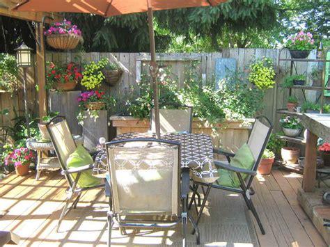 deck decorating ideas    pleasure affordably