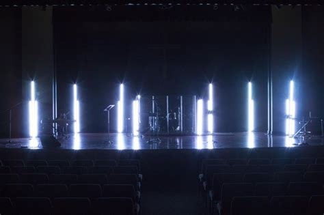 whitepoles stage design ideas iluminacion barra led