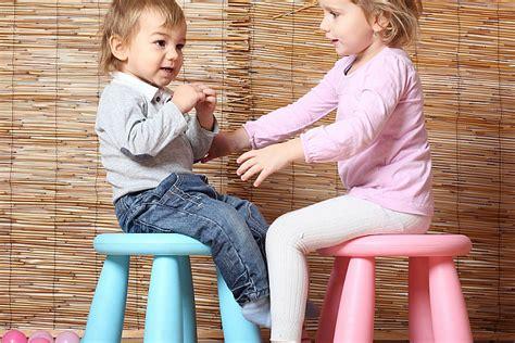 Pārāk labi vecāki - slikti vecāki jeb Kas kopīgs pāraprūpei un bērna valodas attīstībai?
