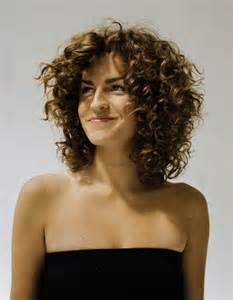 coupe cheveux frises coupe cheveux frisés femmes