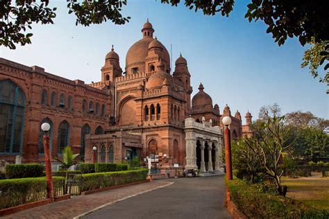 Lahore Museum - Fascinating Pakistan