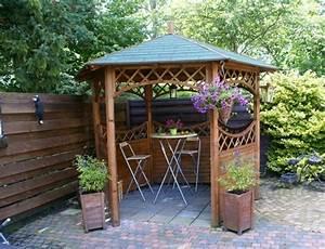 Garten sitzecke 99 ideen wie sie ein outdoor wohnzimmer for Garten planen mit kleine regentonne für balkon