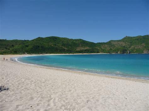 wisata pantai kuta lombok tempat wisata foto gambar