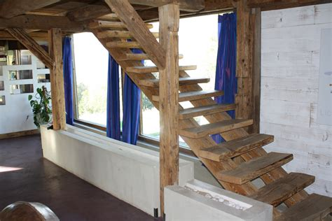 escalier interieur en bois wordmark