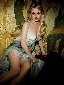 Sophia Myles Hot Images Bikini HD Wallpapers