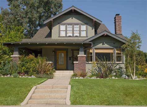 In general, california bungalows tend to be smaller in size, where greene and greene craftsman houses trend towards larger sizes and are sometimes referred to as super bungalows. Craftsman House Colors--Photos and Ideas