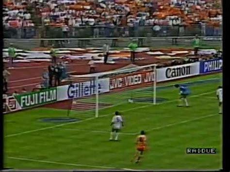 Finale mondiale '74: la Germania non tocca palla per 1', poi il rigore su Cruijff - Video Gazzetta.it