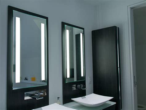 Lighted Bathroom Mirror Can Light Up The Elegant Bathroom
