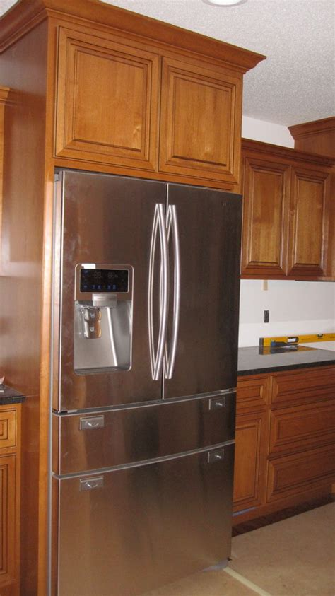 hardware for dark kitchen cabinets what color kitchen cabinet hardware would you choose