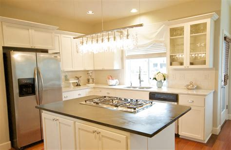 Decorating Ideas For White Kitchen Cabinets by The Popularity Of The White Kitchen Cabinets Amaza Design