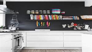 Deco Mur Cuisine : peinture un mur noir dans une cuisine blanche c 39 est tendance ~ Teatrodelosmanantiales.com Idées de Décoration