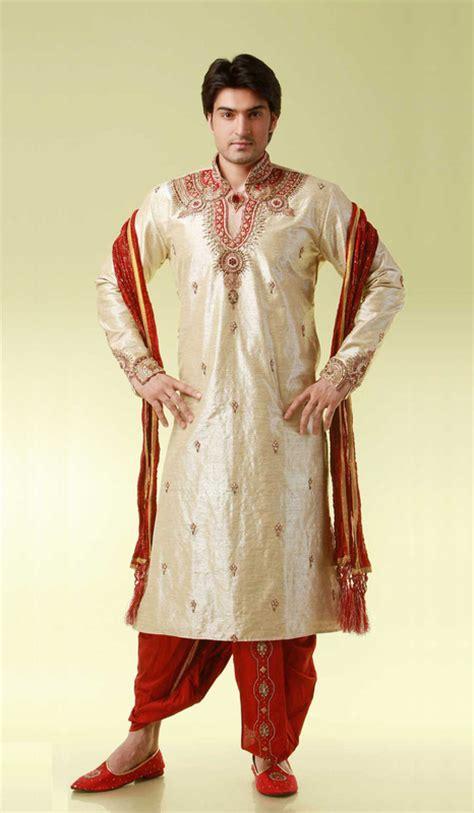 costumes asia explorers