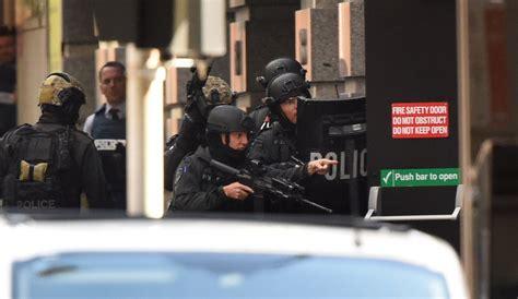 siege social med sydney siege urge media blackout as hostages post gunman 39 s demands on social media
