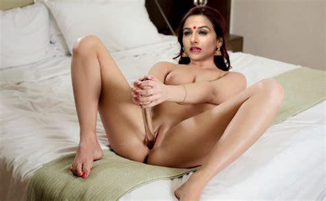 [18 ] movie Actress Vidya Balan Leaked nude Pics