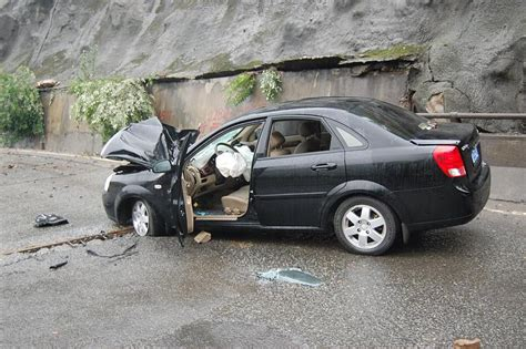 Smashed Car In Dujiangyan
