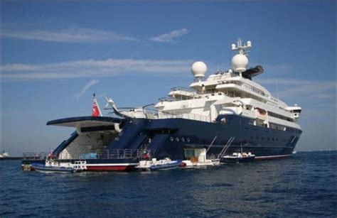 octopus  largest private yacht   world  pcs