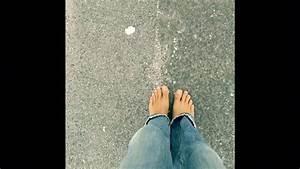 Glassplitter Im Fuß : barfu laufen auf glasscherben youtube ~ A.2002-acura-tl-radio.info Haus und Dekorationen