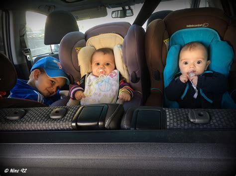 siege auto qui se tourne série oh vous avez des jumeaux mais comment faites