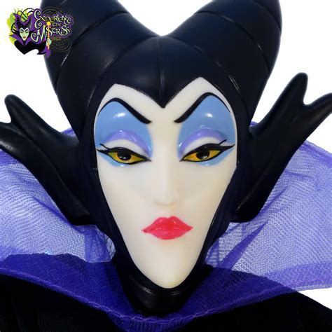 Mattel Disney Classics: ?Sleeping Beauty? Mask & Costume