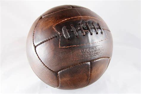 ballon bureau ancien ballon de en cuir foncé idée cadeau ben et