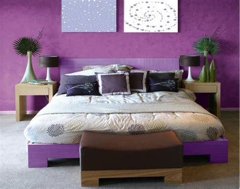 peinture violette pour chambre associer la couleur violet dans la chambre le salon la