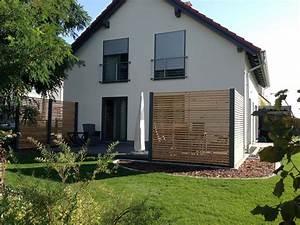 Design sichtschutzzaun aus stahl holz sibirische larche for Holz für terrasse günstig