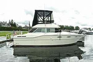 1986 Sea Ray 30 Sedan Bridge Power Boat For Sale