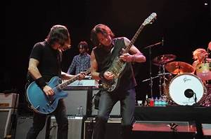 Foo Fighters play house band for Nicks, Fogerty ...