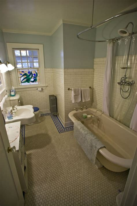 25  best ideas about Bungalow bathroom on Pinterest