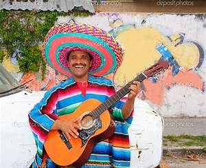 Mexican humor man smiling playing guitar sombrero — Stock ...