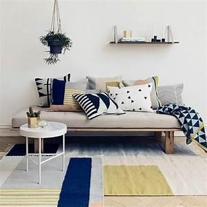les coussins design 50 idees originales pour la maison With tapis de souris personnalisé avec canapé extérieur pas cher