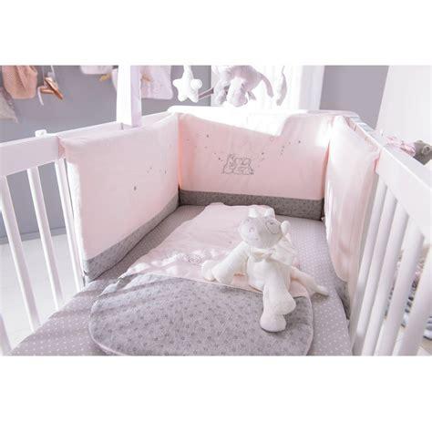 tapis chambre gar輟n pas cher chambre bebe fille noukies paihhi com
