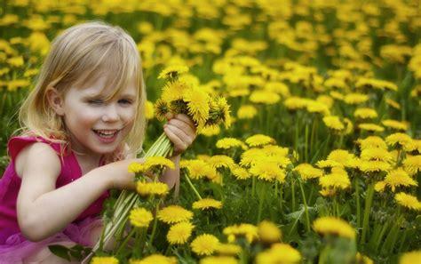 Smiley Girl In Flower Garden Cute Baby Wallpapers