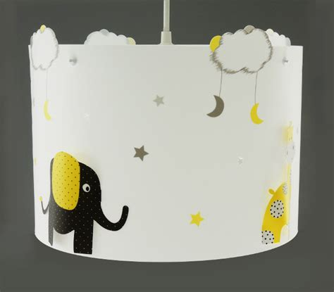 decoration chambre pompier suspension elephant et girafe jaune et noir casse noisette