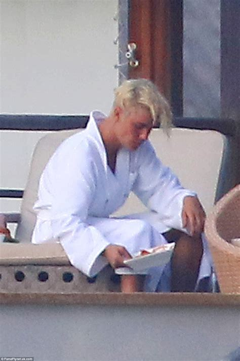 foto de Justin Bieber pictured full frontal NAKED in Bora Bora