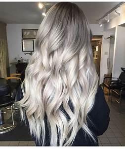 Grau Silber Haare : 1001 ideen f r silberblond als haarfarbe die ihnen inspirieren moderne looks von frauen und ~ Frokenaadalensverden.com Haus und Dekorationen