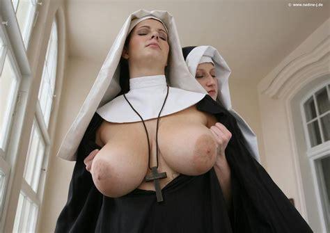 Nuns Panosundaki Pin