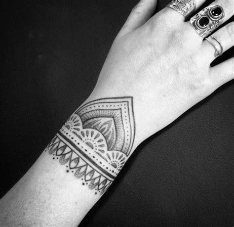 tattoo handgelenk ideen nach den neusten trends